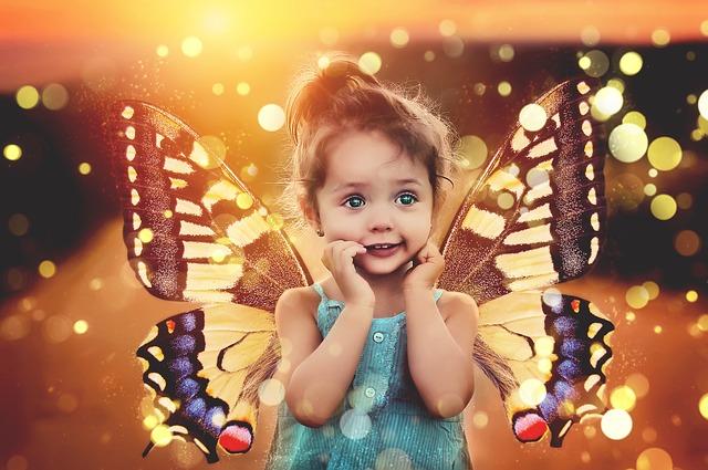 holčička a motýlí křídla