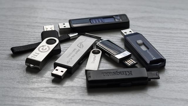Několik USB